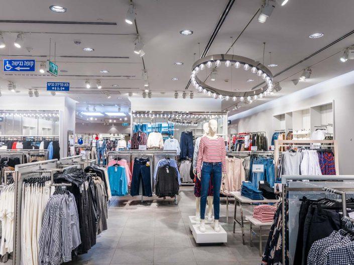 H&M עזריאלי תל אביב עבור קרט ברזילי | צילום אמנון חורש