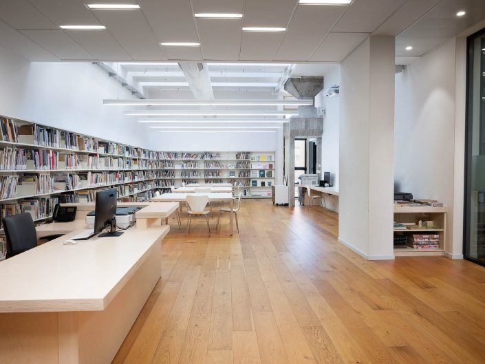 ספריית העיצוב בית אריאלה תל אביב | צילום אדריכלות ועיצוב פנים אמנון חורש