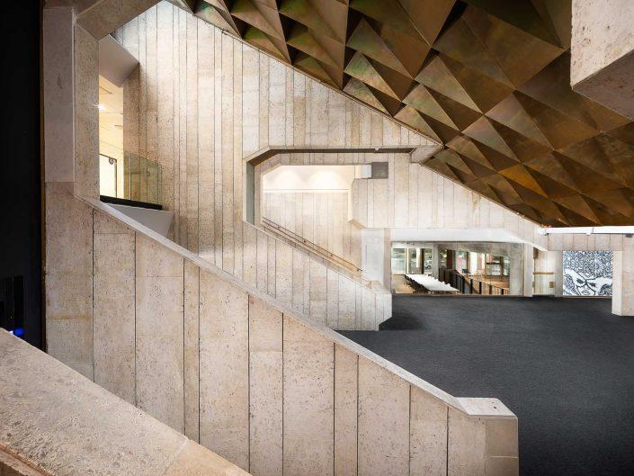 היכל הכניסה הראשי בית אריאלה תל אביב | צילום אדריכלות ועיצוב פנים אמנון חורש